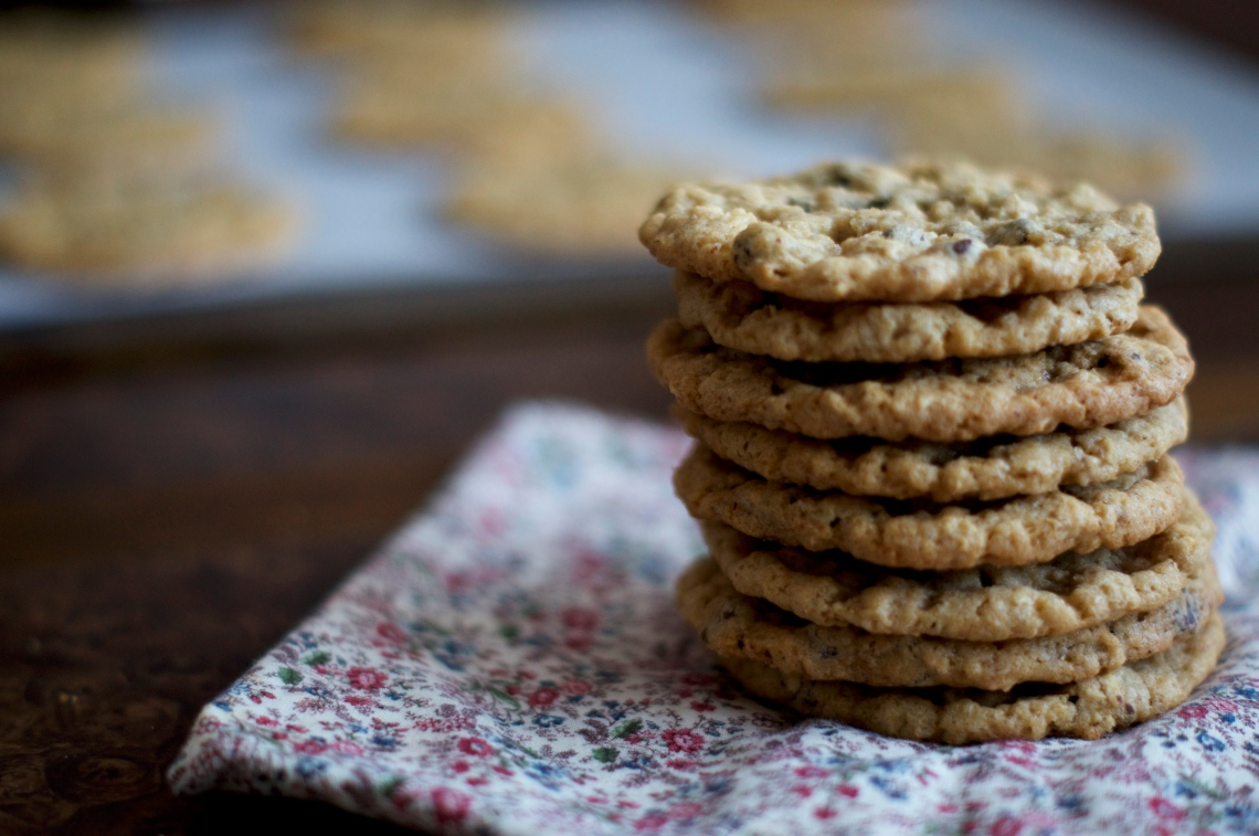 Oatmeal Chocolate Chip Cookies | via Midwest Nice Blog