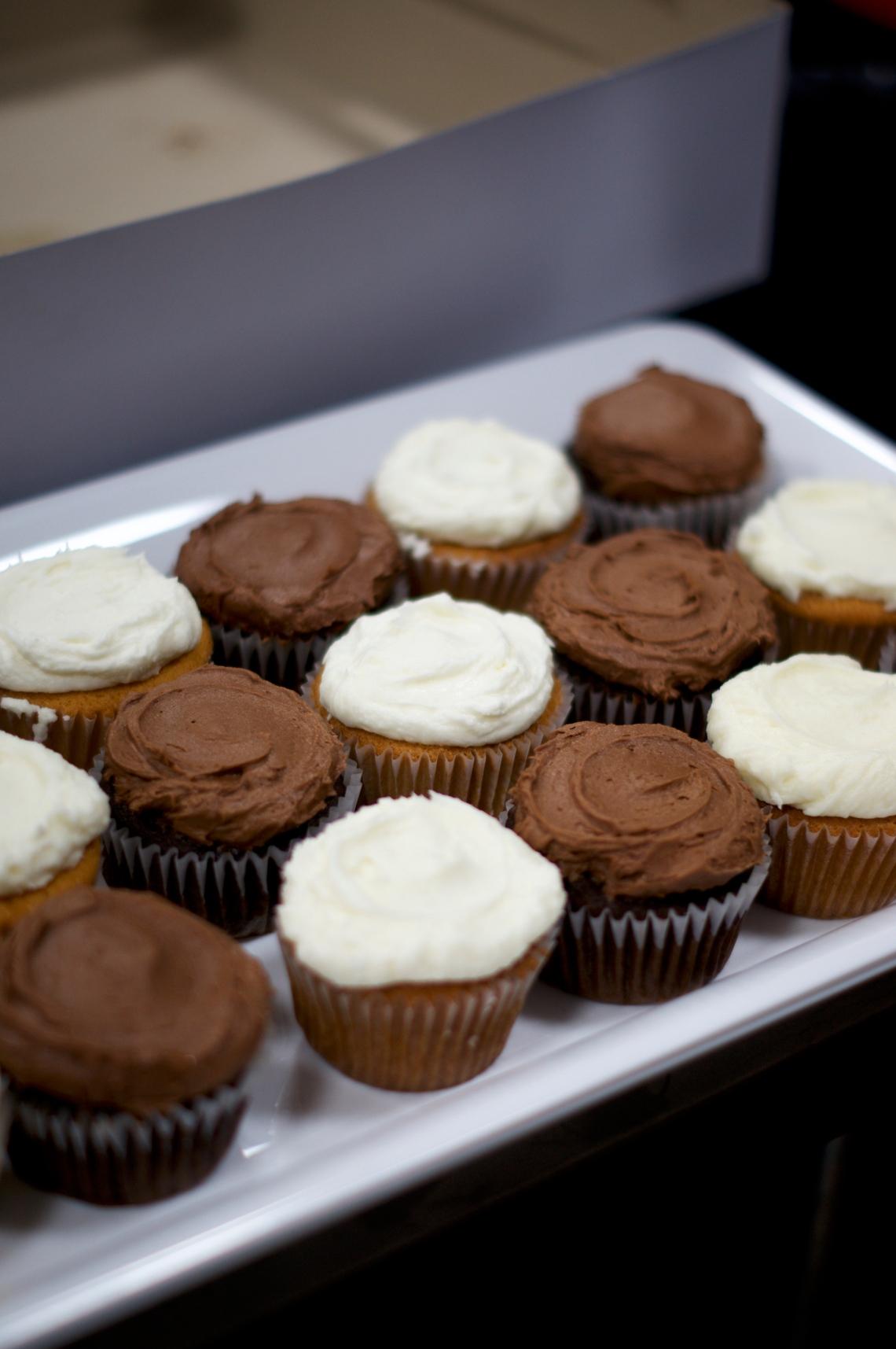 Wedding Cupcakes | via Midwest Nice Blog